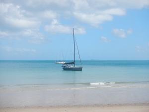 JoliFou anchored really close to the beach