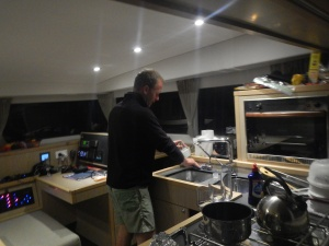 Joey doing the dishes after a delicious feast... how come that never happens on JoliFou?