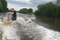 Surfing, Thames style!