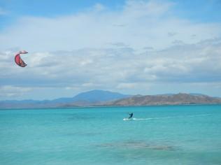 Kiting at Tenia